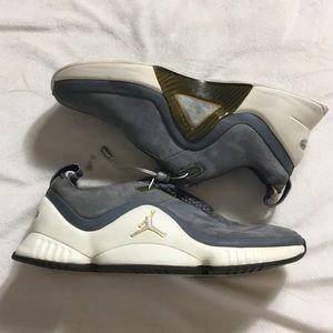 Nike • 2003 Vintage Nike Sneakers